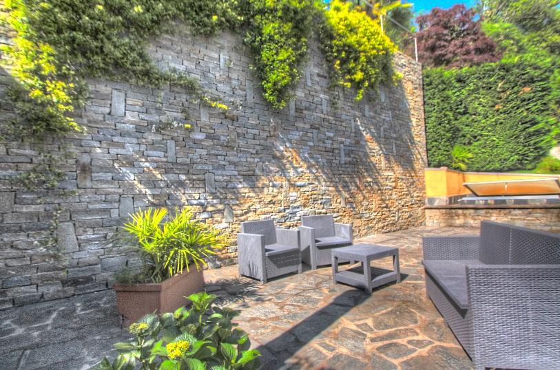 Orta villa con ottime rifiniture ortalloggi - Rifiniture giardino ...