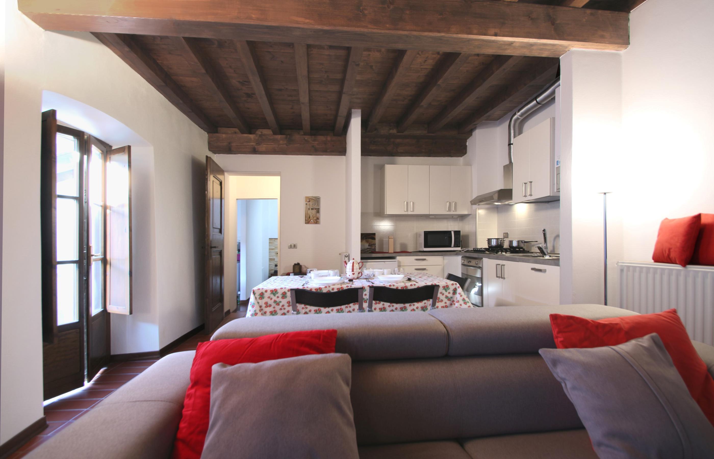 L\'ANGOLO Appartamento con balcone e ampio soggiorno - Ortalloggi