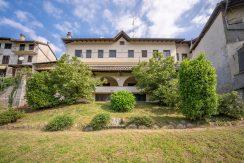 ARMENO Grande casa con giardino