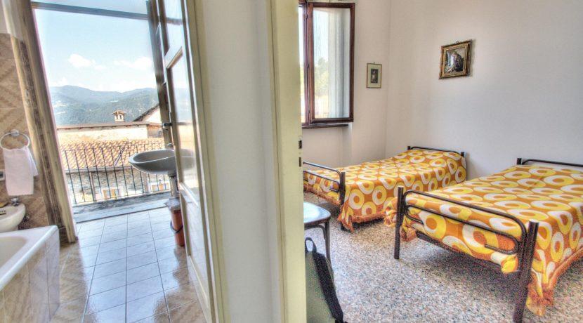 CARCEGNA Grande appartamento con splendida vista, da ammodernare
