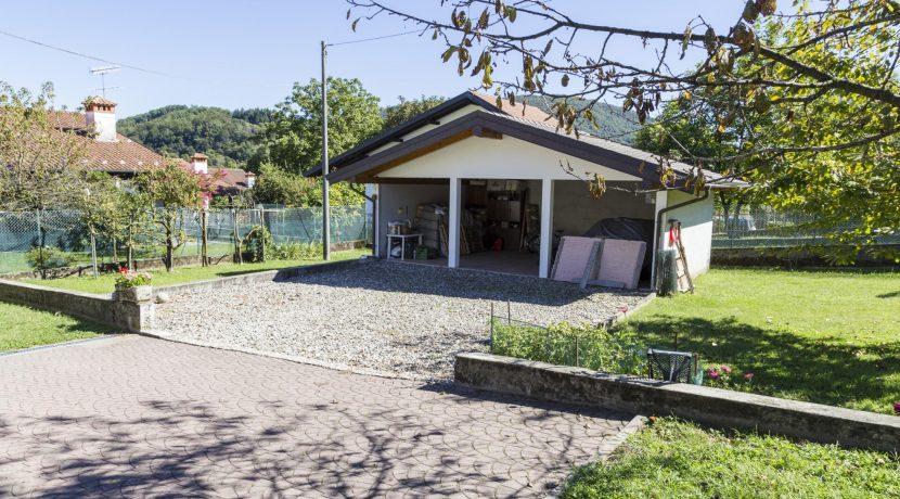 ARMENO Villa indipendente con grande giardino