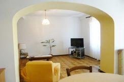 LEGRO Appartamento con tre camere, terrazzo e giardino