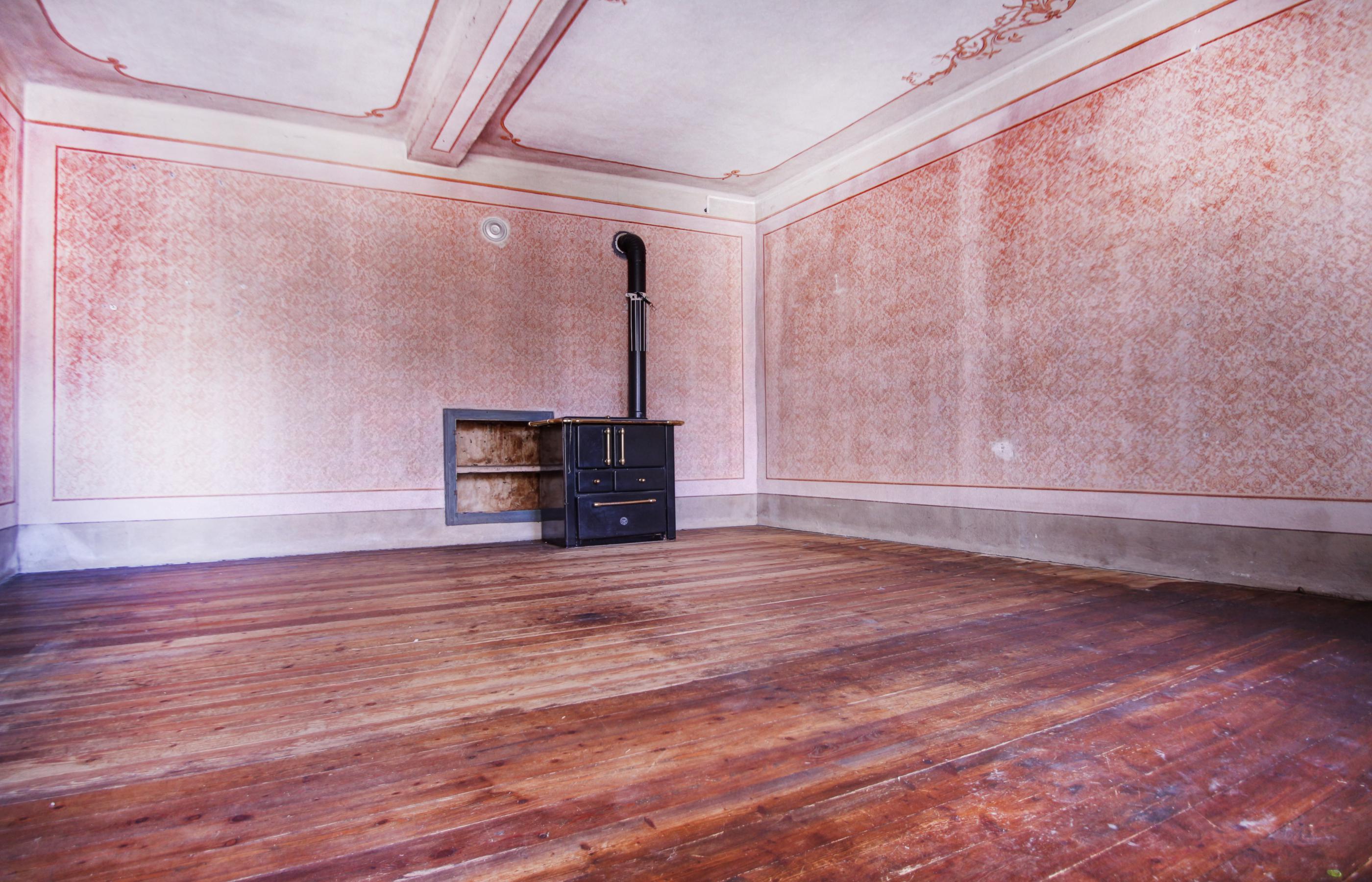 Pisogno casa di corte da ristrutturare ortalloggi for Ristrutturare casa