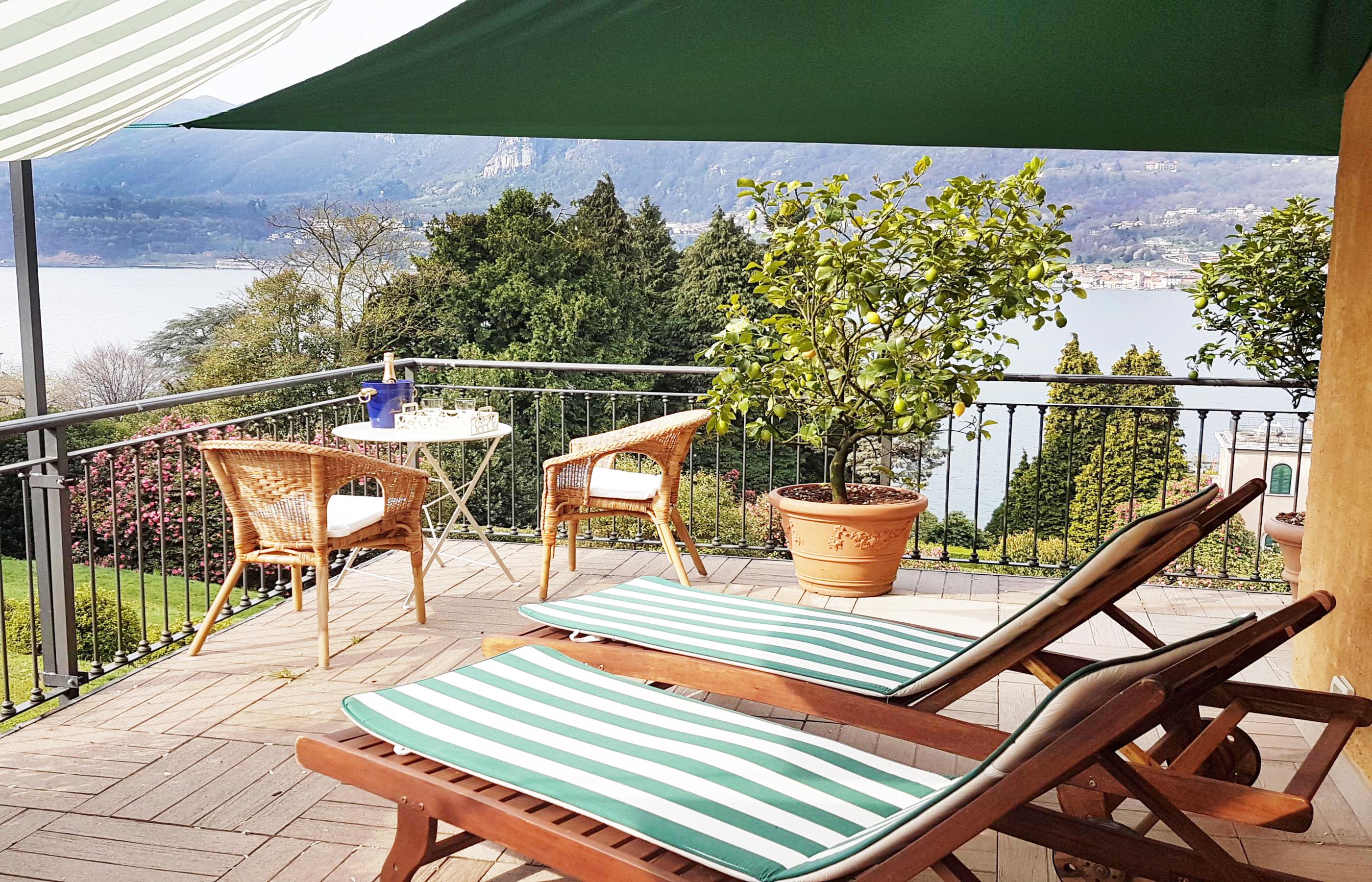 Pistona lussuoso appartamento sul lago d 39 orta ortalloggi for Appartamento sul lago