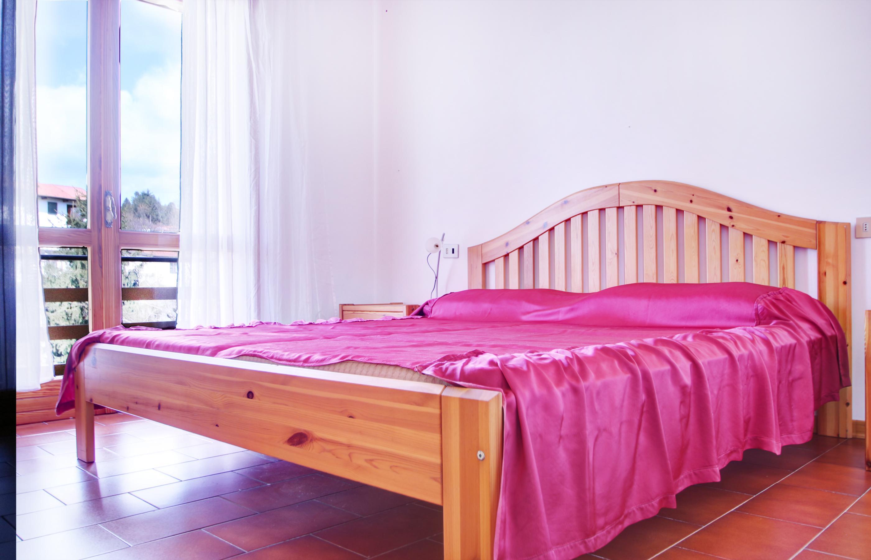 Vacciago appartamento con due camere da letto e due garage for Piani appartamento 1 camera da letto