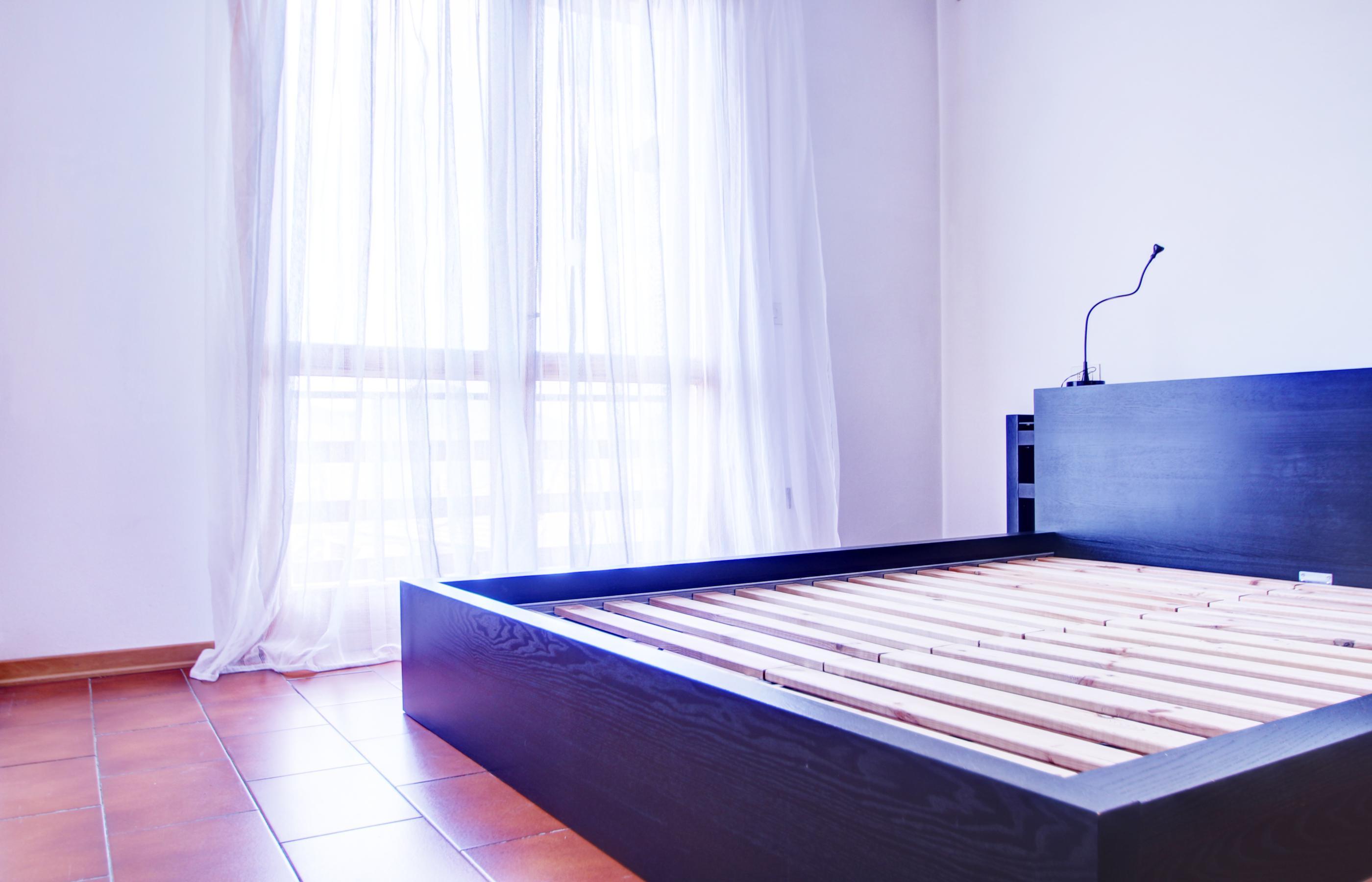 Vacciago appartamento con due camere da letto e due garage for Capanna con 4 camere da letto