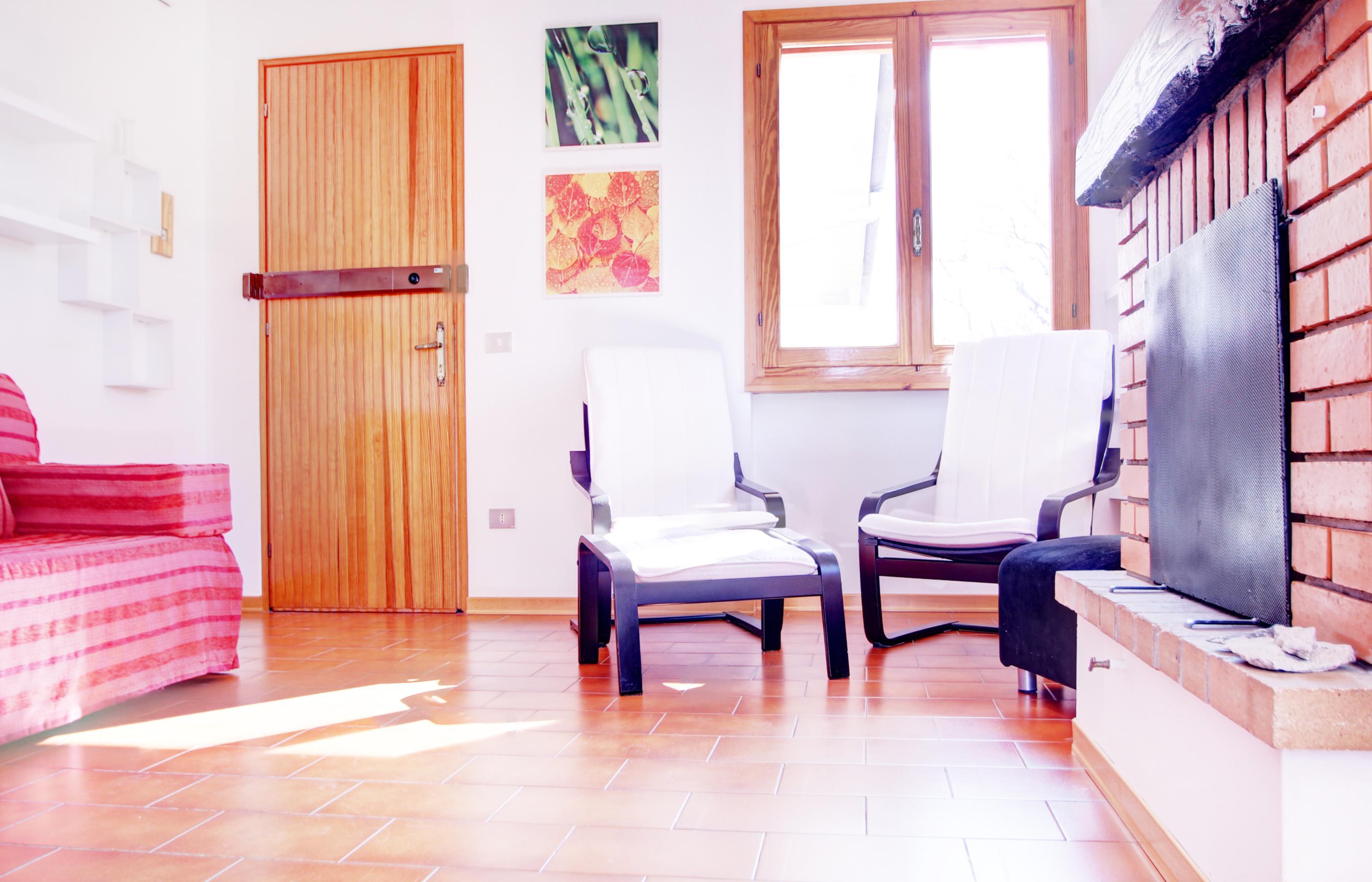 Vacciago appartamento con due camere da letto e due garage for Casa con 3 camere da letto e garage
