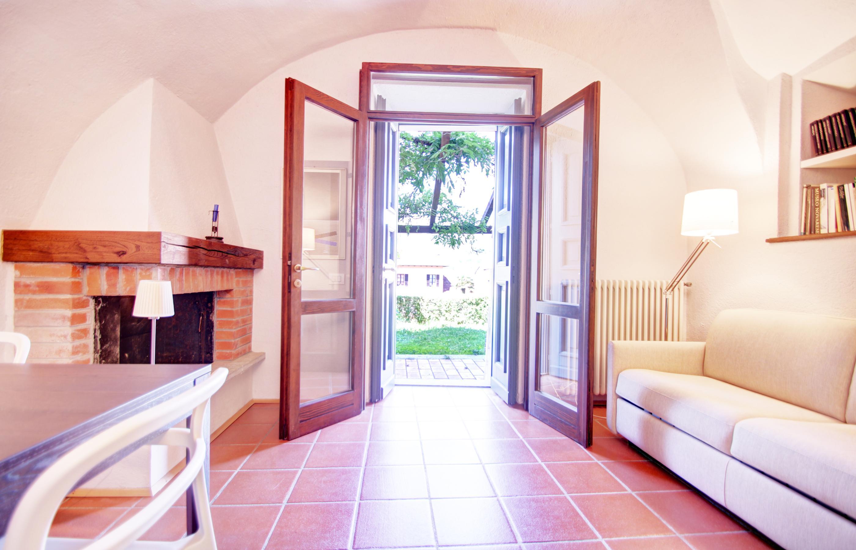Orta appartamento con giardino privato ortalloggi - Appartamento con giardino privato ...