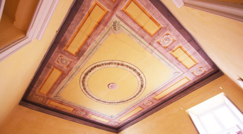 ORTA Elegante appartamento con soffitti dipinti