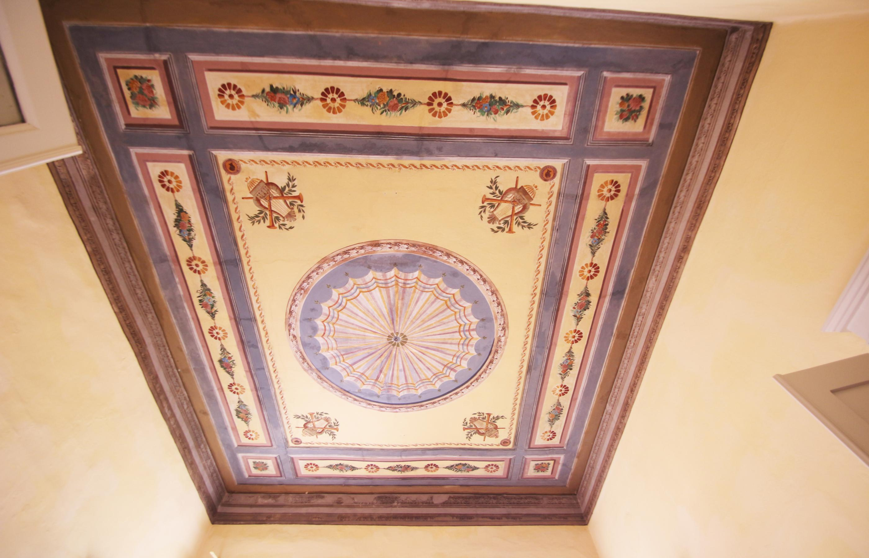 ORTA Elegant apartment with painted ceilings