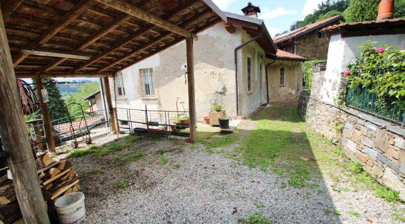 AMENO Casa indipendente alla località Cascine