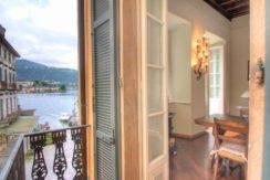 ORTA Appartamento con due balconi sulla piazza dell'imbarcadero