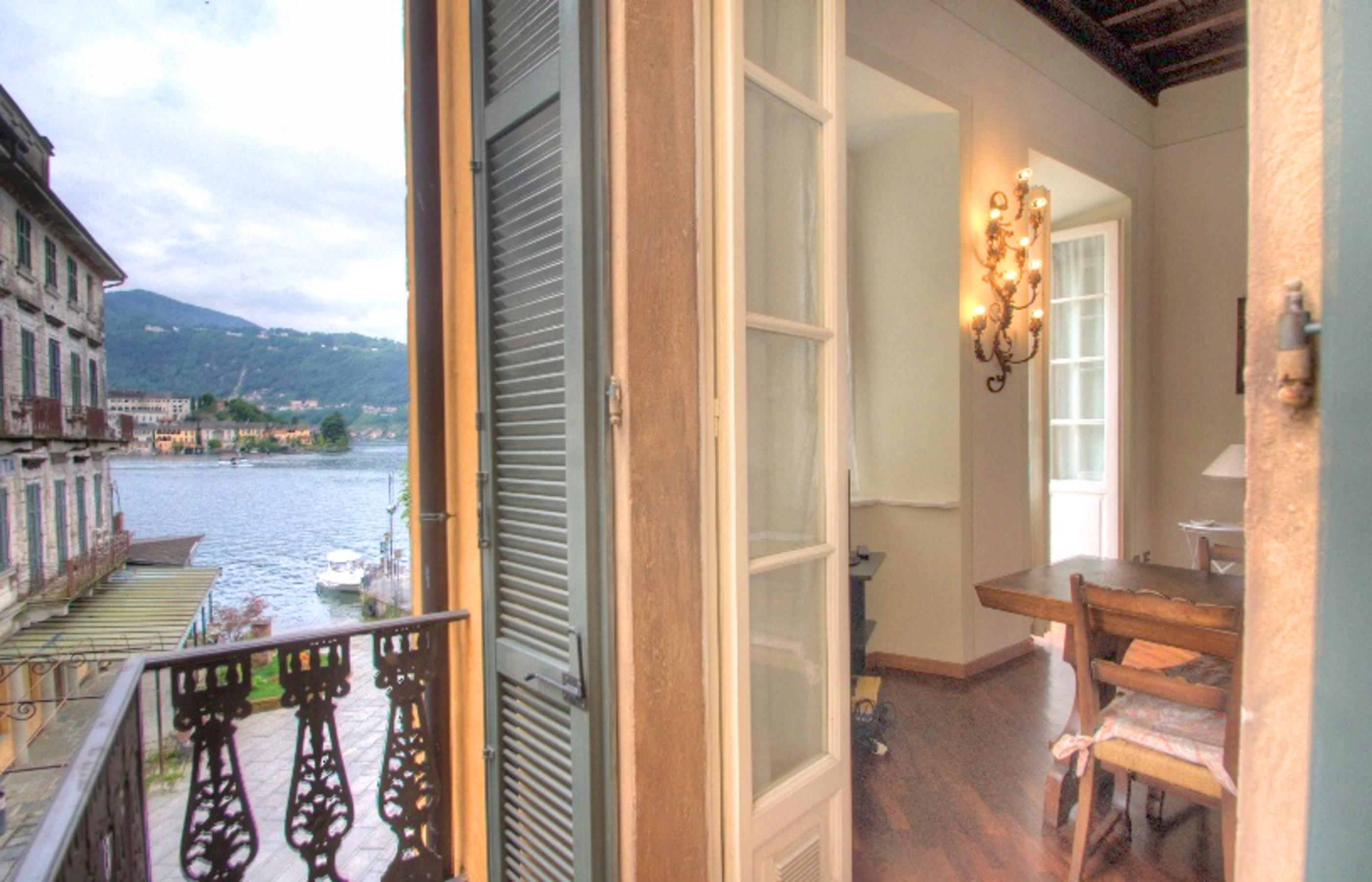 ORTA Apartment with two balconies on the embarkation square
