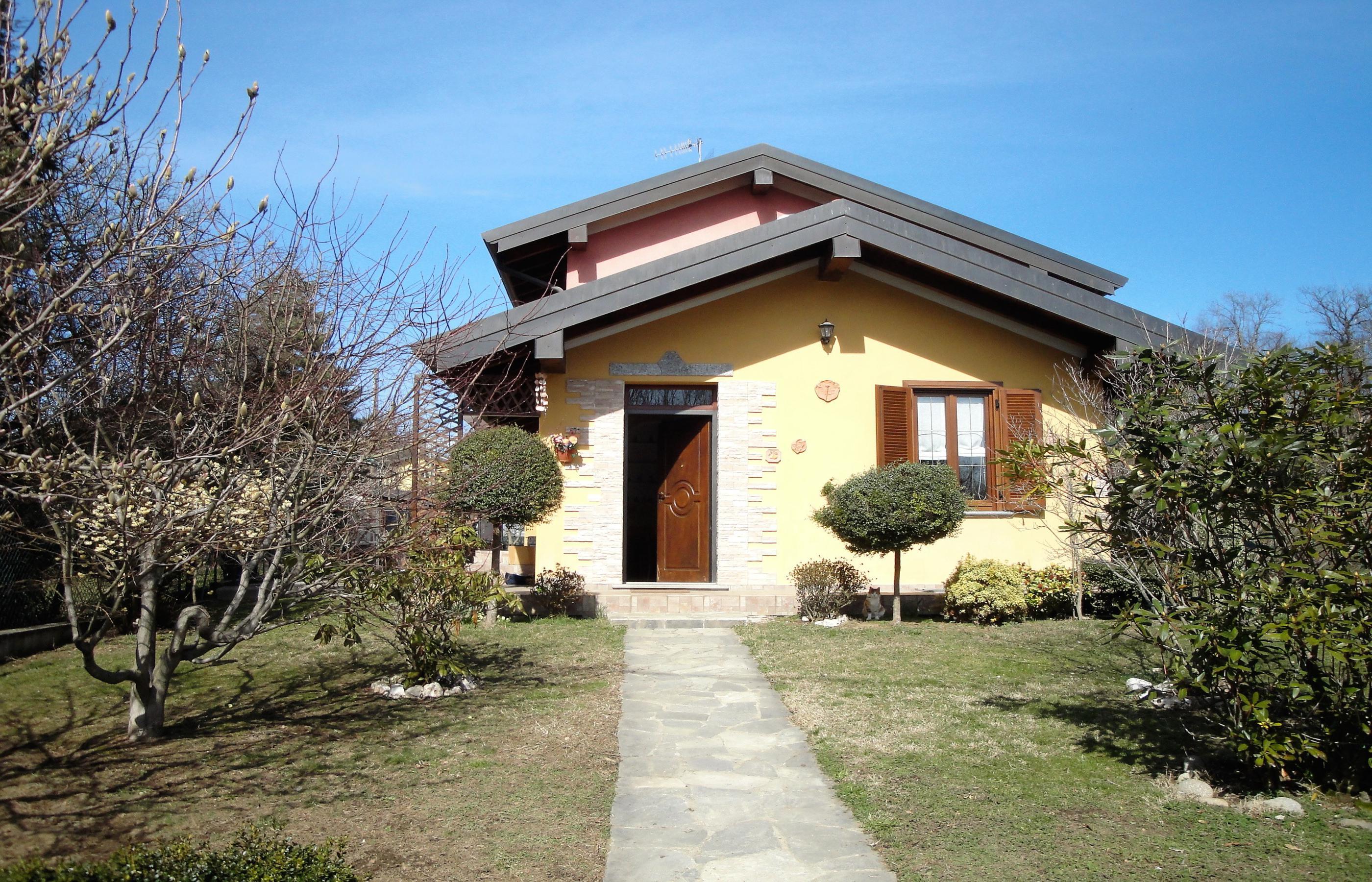 BOLZANO NOVARESE Recently built villa