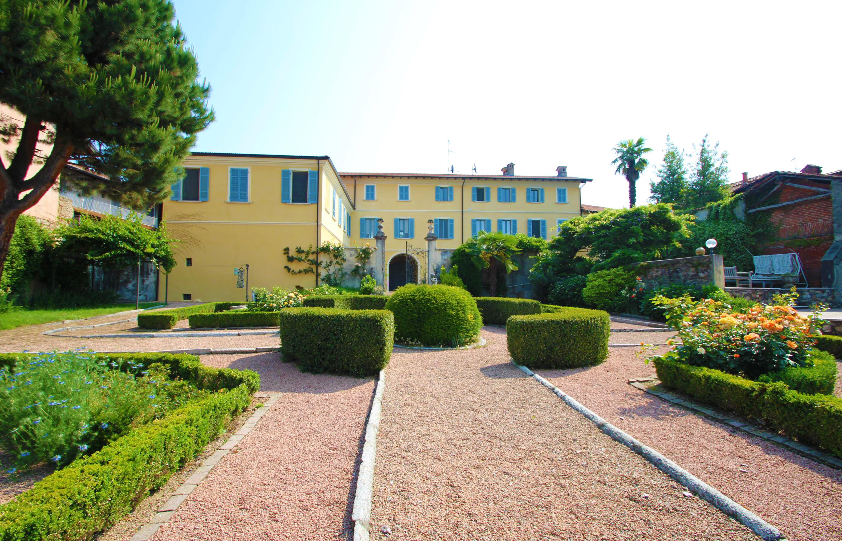AUZATE Splendida villa con parco e piscina
