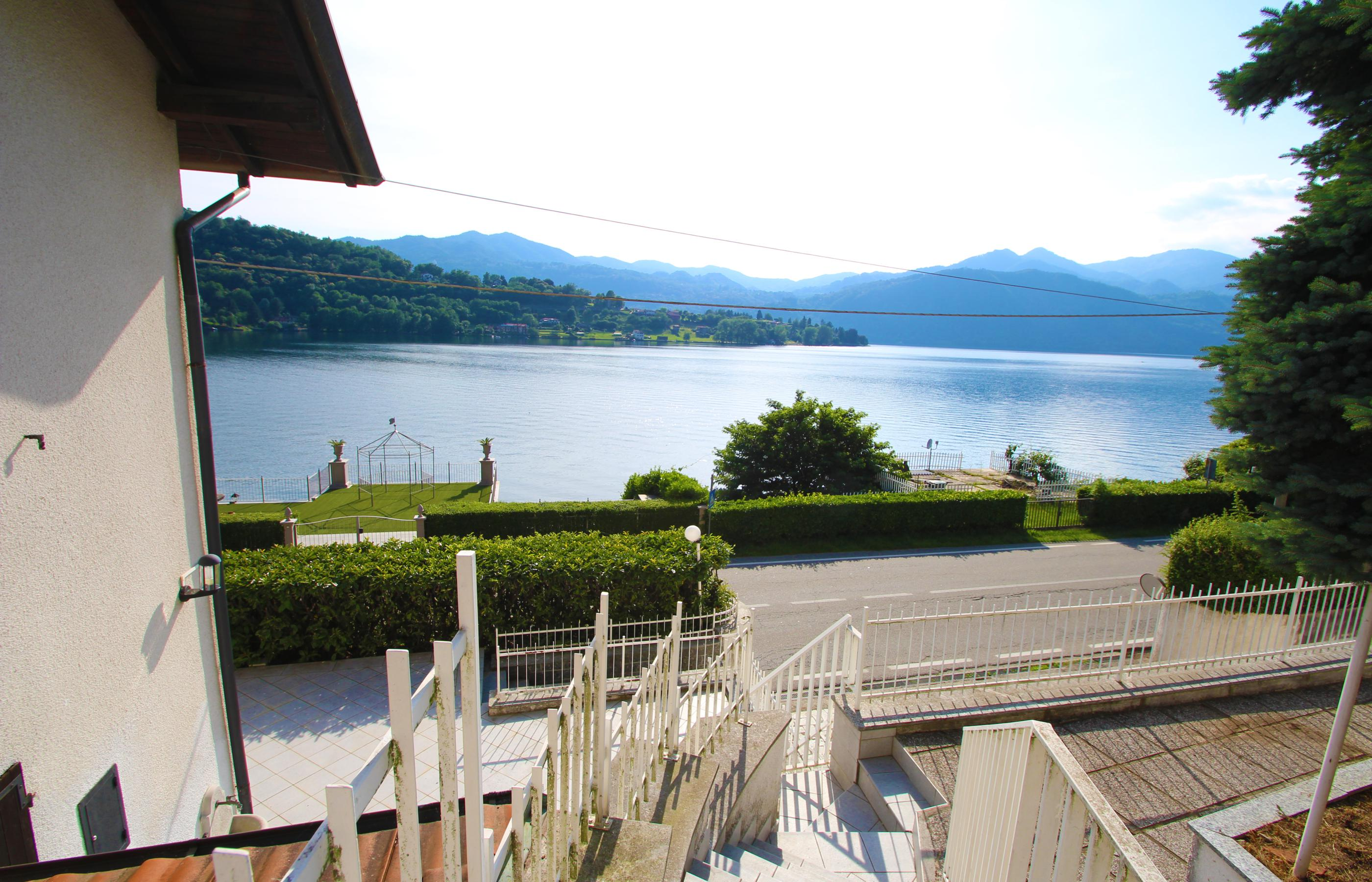 TORTIROGNO Semi-detached house with beautiful lake view