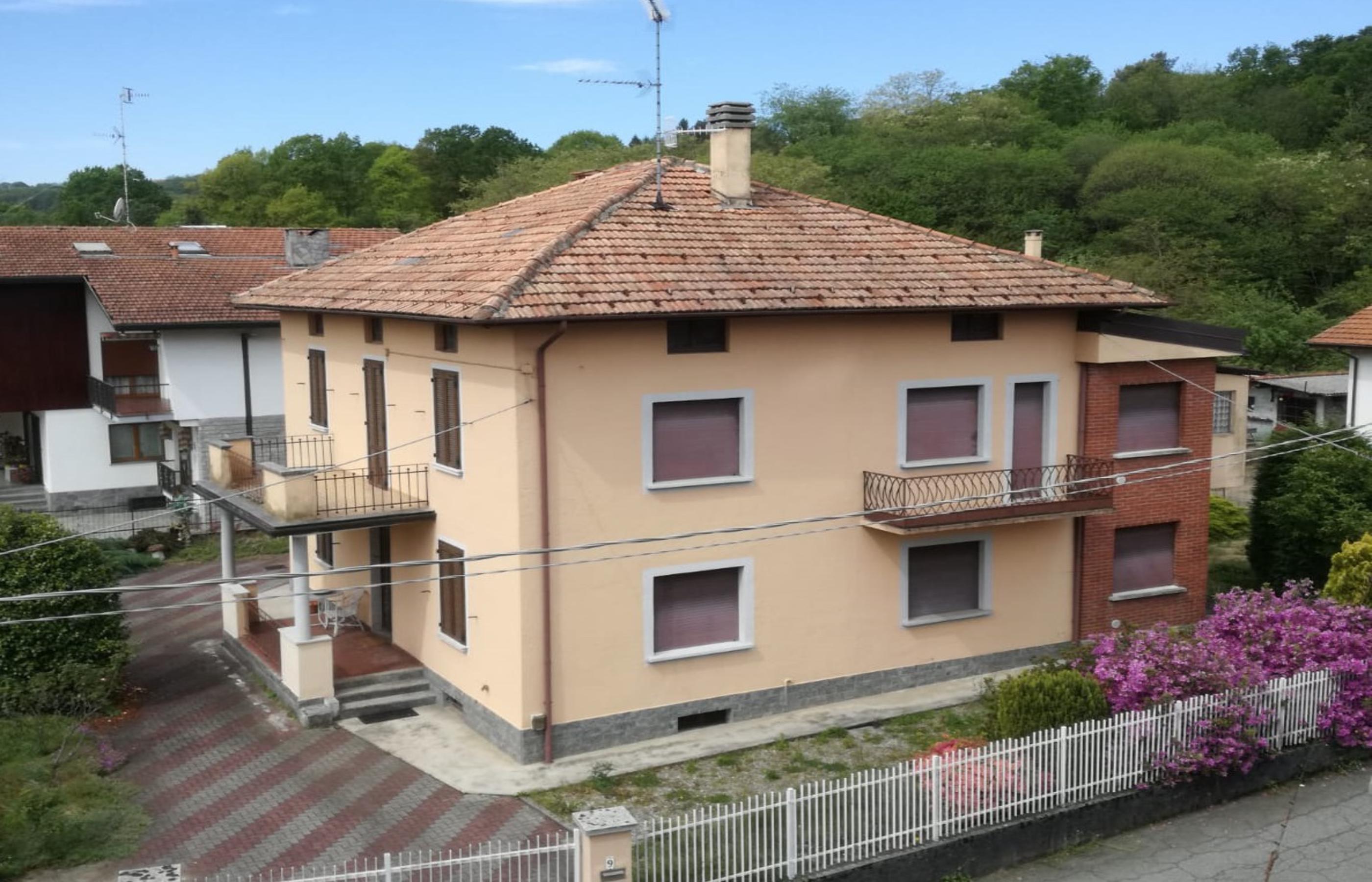 GOZZANO Independent villa with garden
