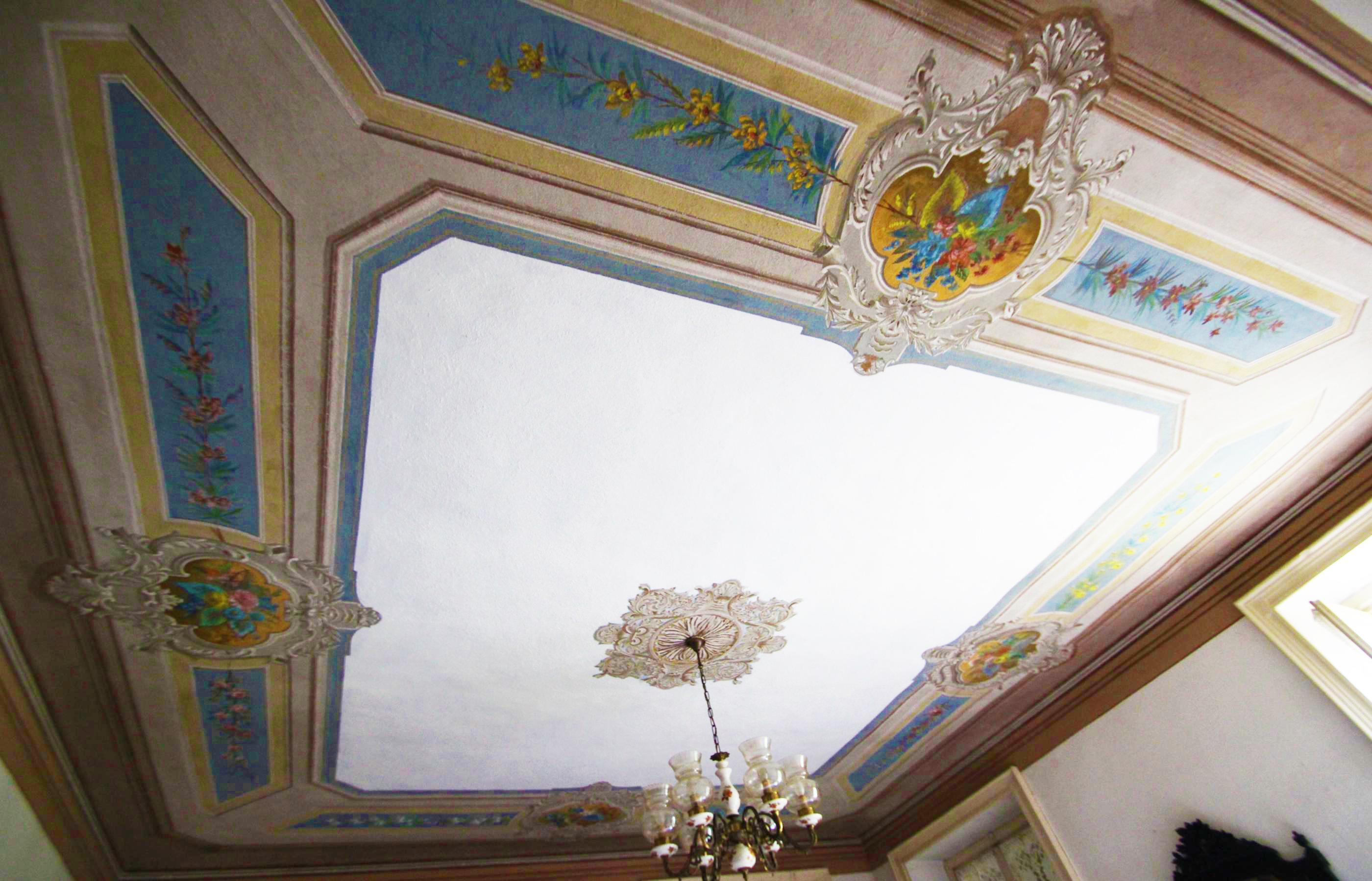 GOZZANO Villa d'epoca indipendente con giardino