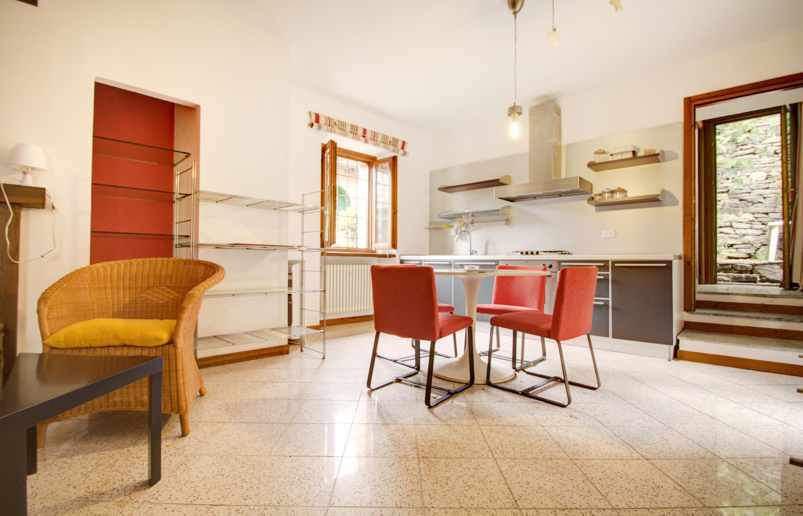 ORTA Appartamento con due camere, due bagni e posto auto