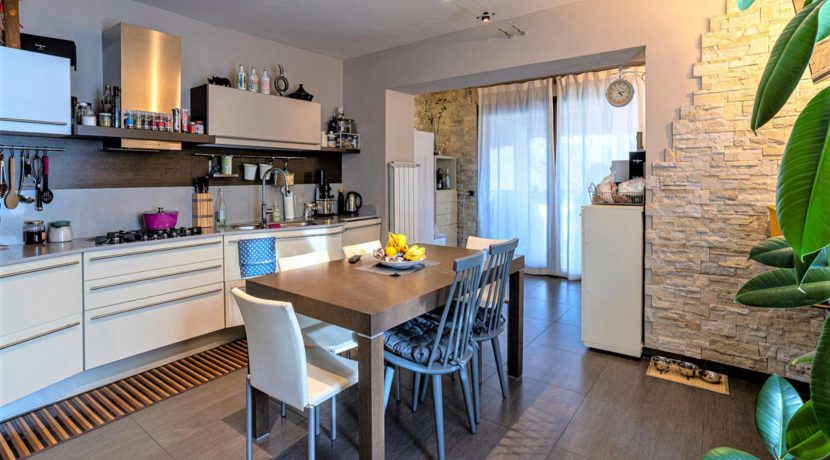 ortalloggi_appartamento_con_giardino_pettenasco_6_2800x1800
