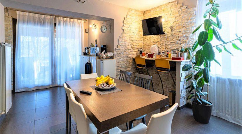 ortalloggi_appartamento_con_giardino_pettenasco_7_2800x1800