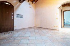 ortalloggi_armeno_bassola_appartamento_ristrutturato_camera_rustico_montagna_sala2_2800x1800