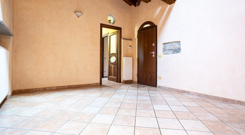 ortalloggi_armeno_bassola_appartamento_ristrutturato_camera_rustico_montagna_sala_2800x1800