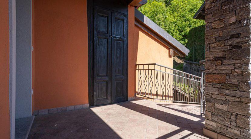 ortalloggi_armeno_bassola_appartamento_ristrutturato_camera_rustico_montagna_terrazzo2_2800x1800