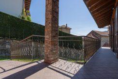 ortalloggi_armeno_bassola_appartamento_ristrutturato_camera_rustico_montagna_terrazzo3_2800x1800