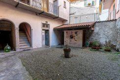 ortalloggi_miasino_carcegna_appartamento_ristrutturato_soggiorno_mansarda_tettoavista_crtile2_2800x1800