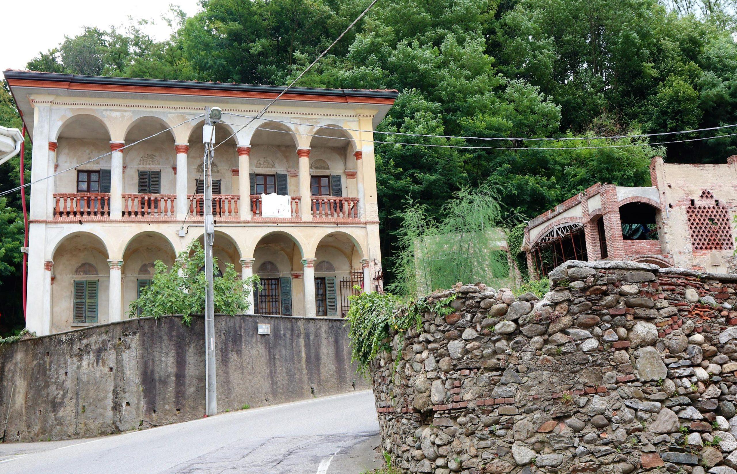 BORGOMANERO Villa di inizio Novecento