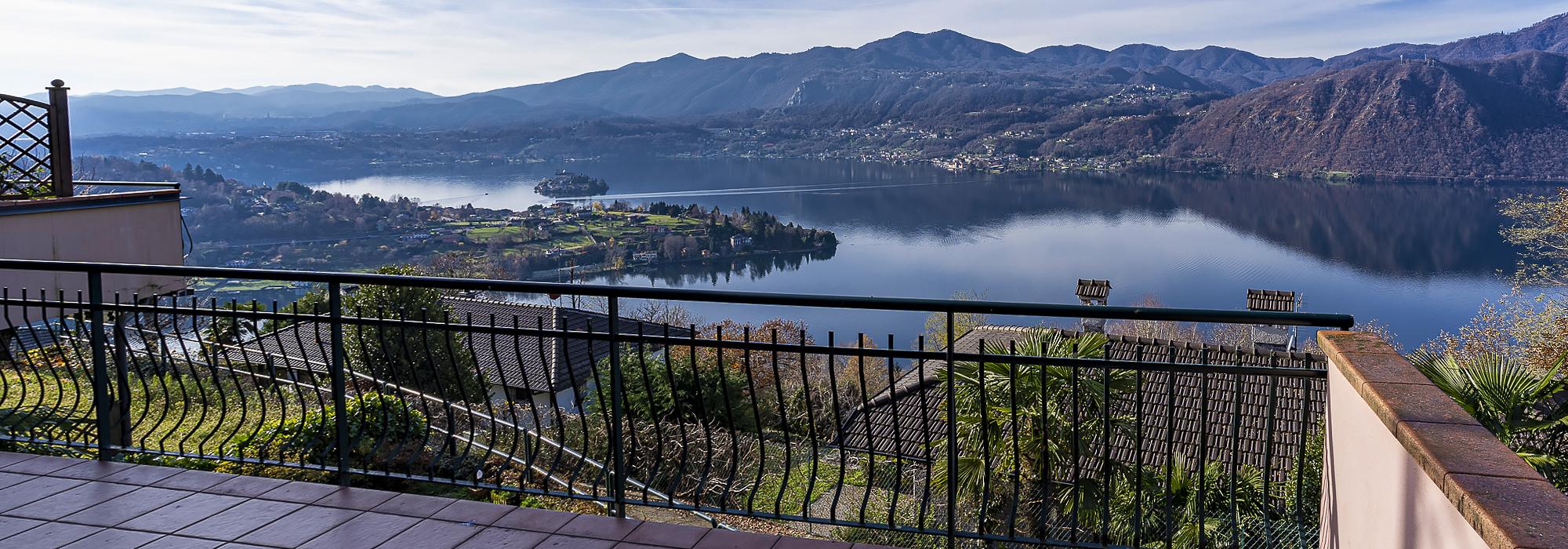 CARCEGNA Appartamento con la migliore vista lago e terrazza