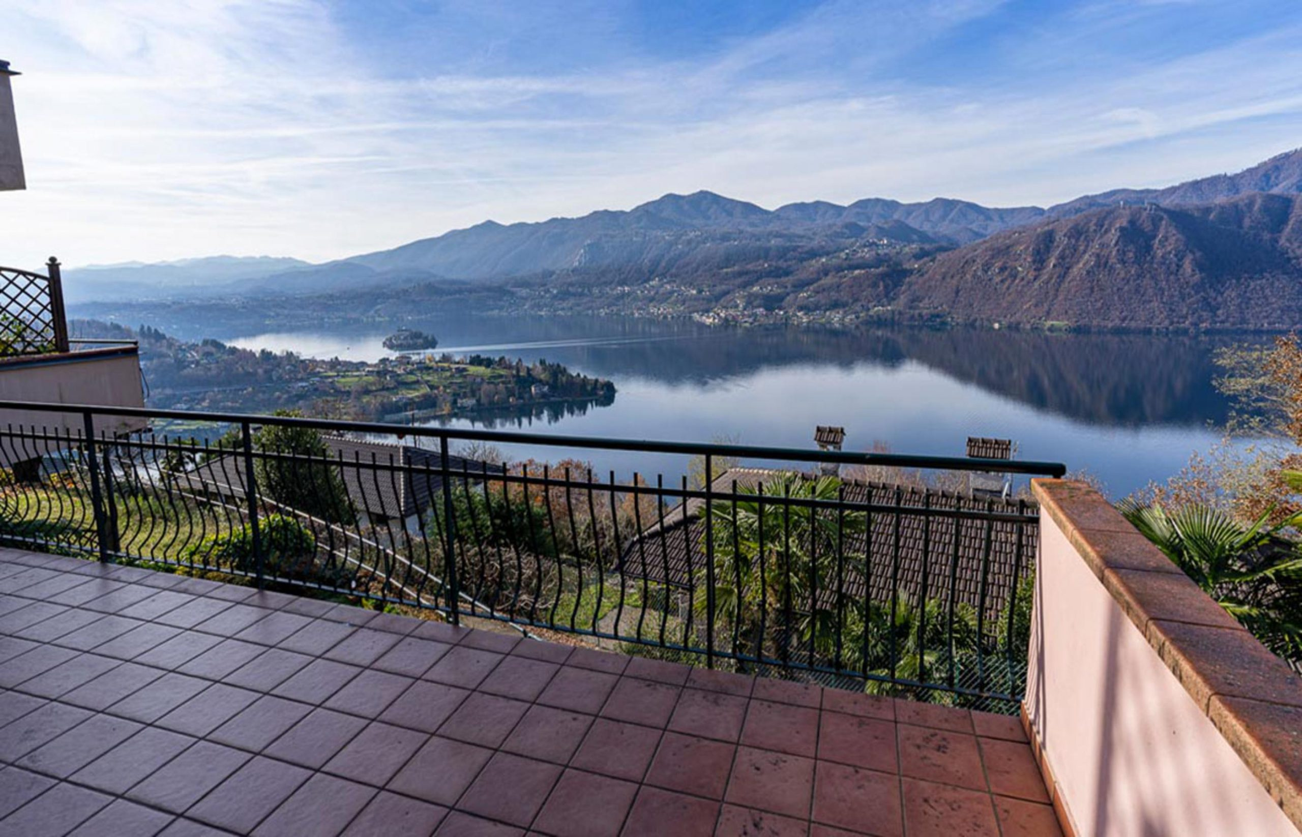 CARCEGNA Apartment with the best lake view and terrace