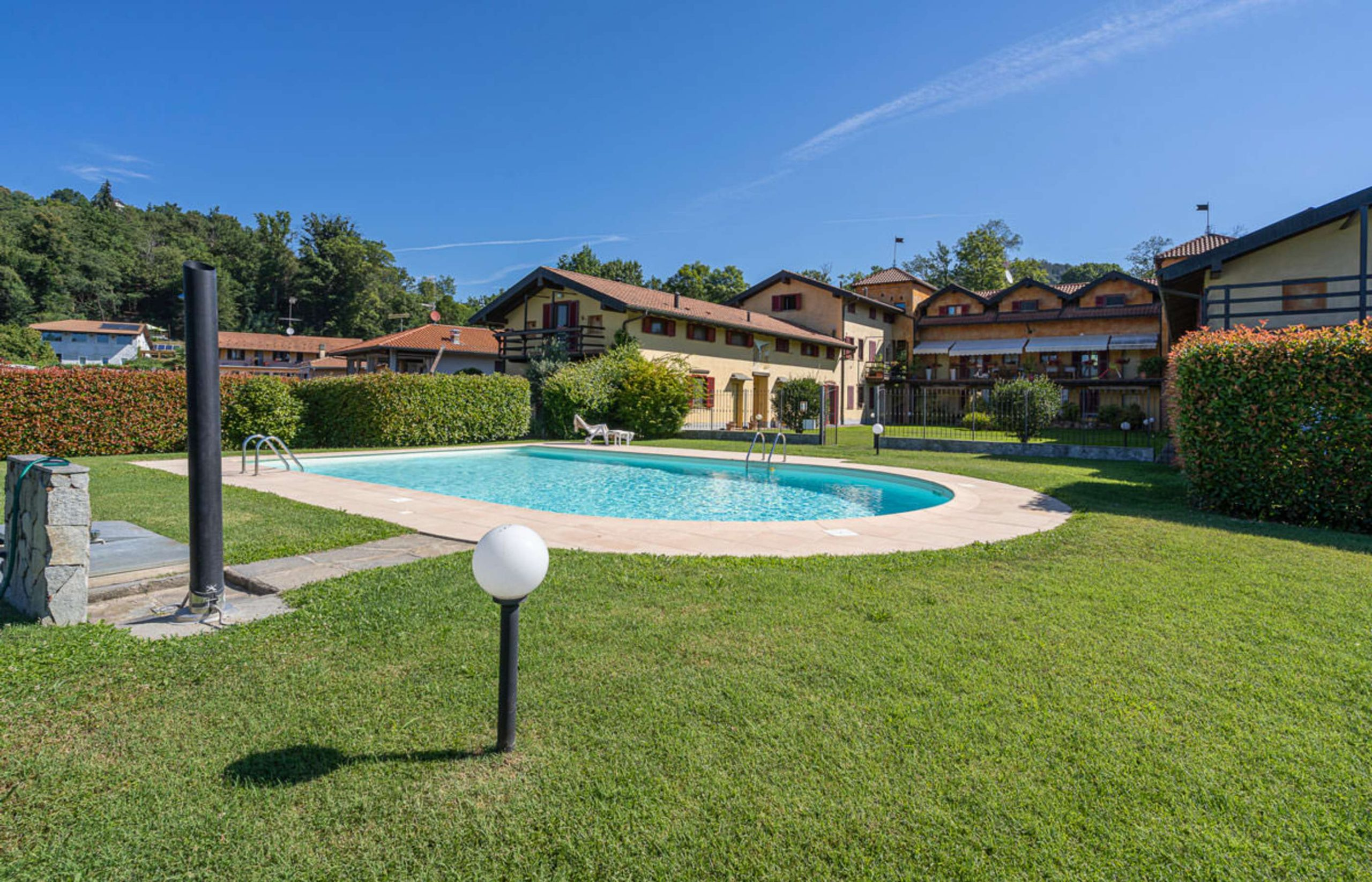 BOLZANO NOVARESE Two bedroom apartment with swimming pool