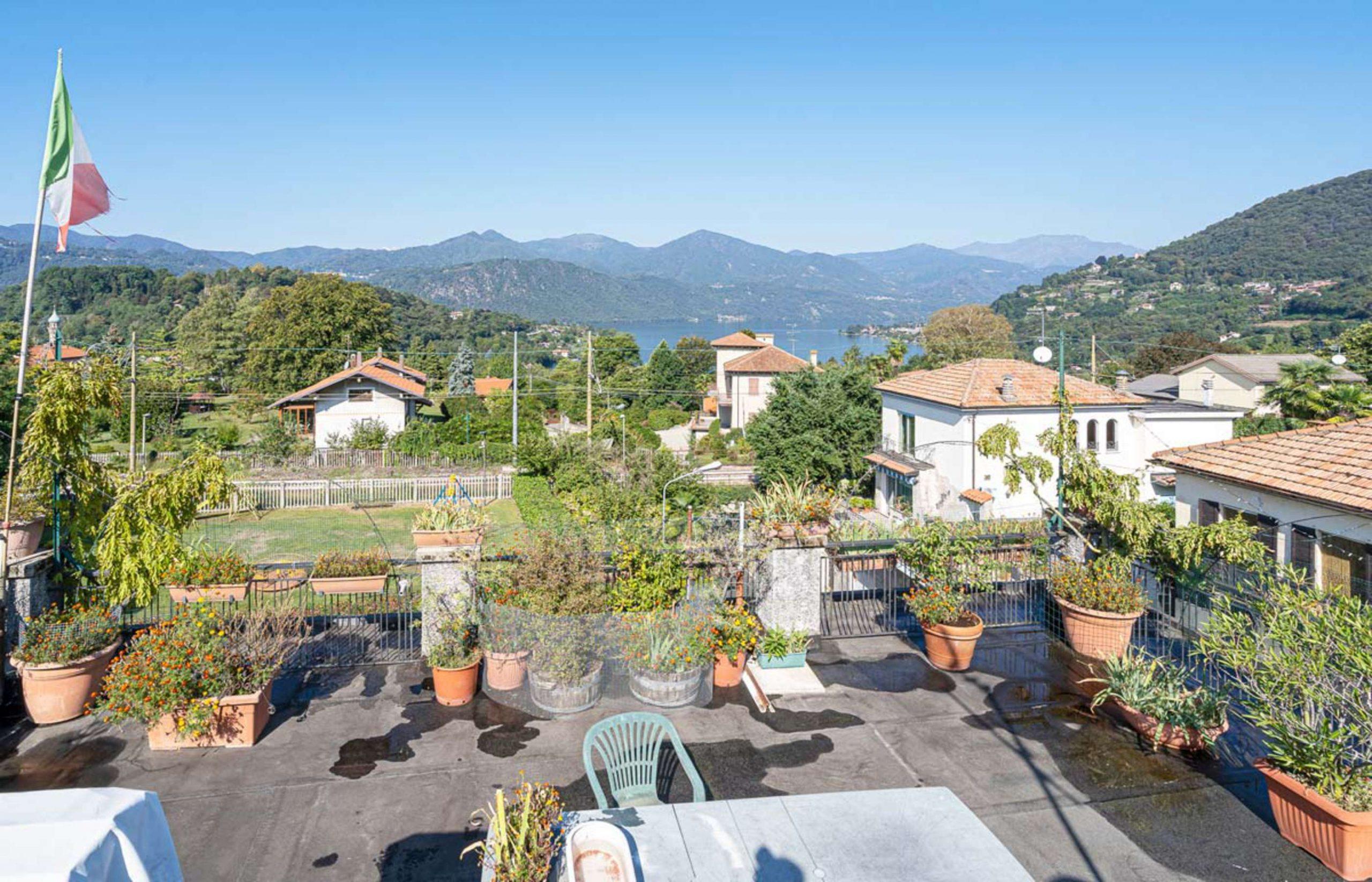 ORTA Appartamento con terrazza sul tetto e box auto