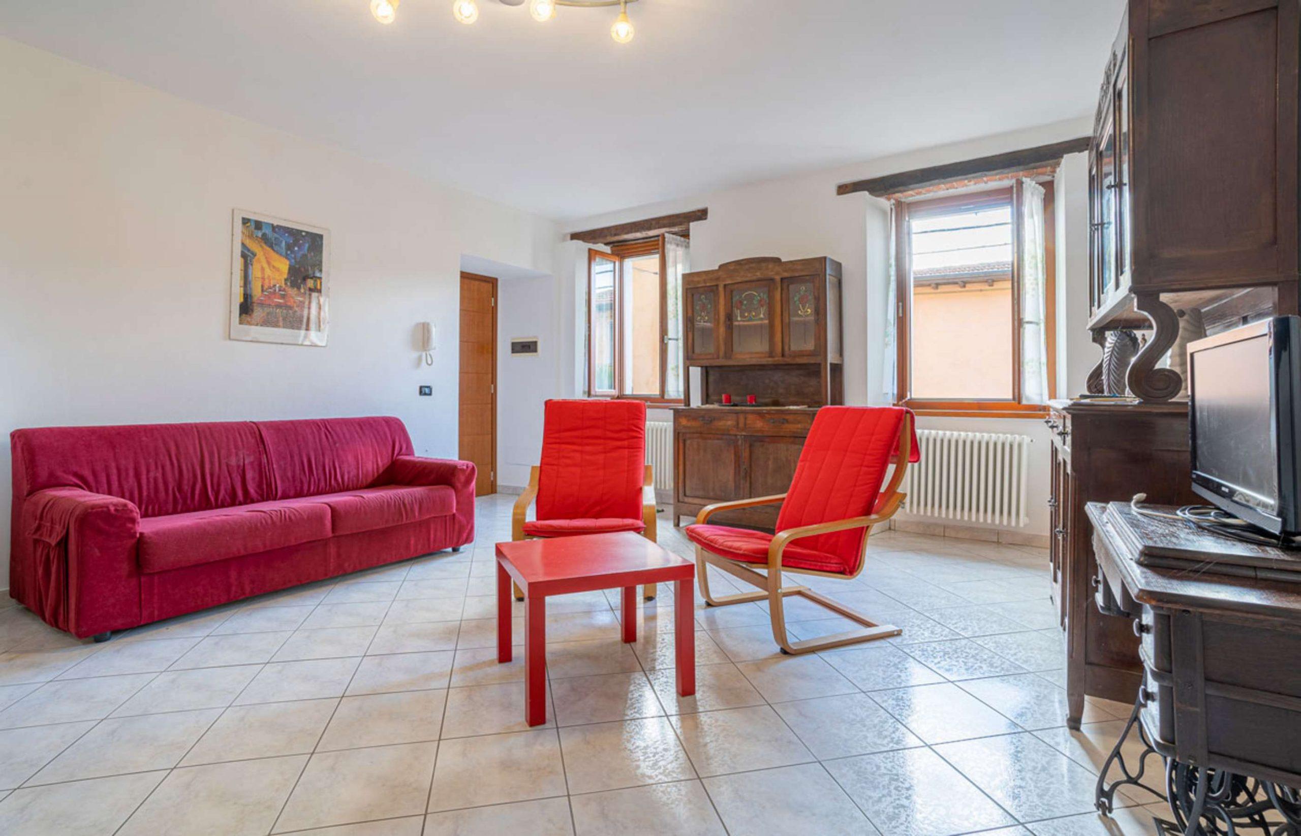 ORTA Appartamento al primo piano con due camere fraz. Corconio