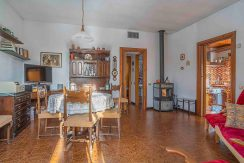 Armeno Small villa with two bedrooms and garden