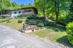 ARMENO Villetta con due camere e giardino