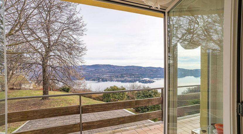 Pella Villa with exceptional lake view