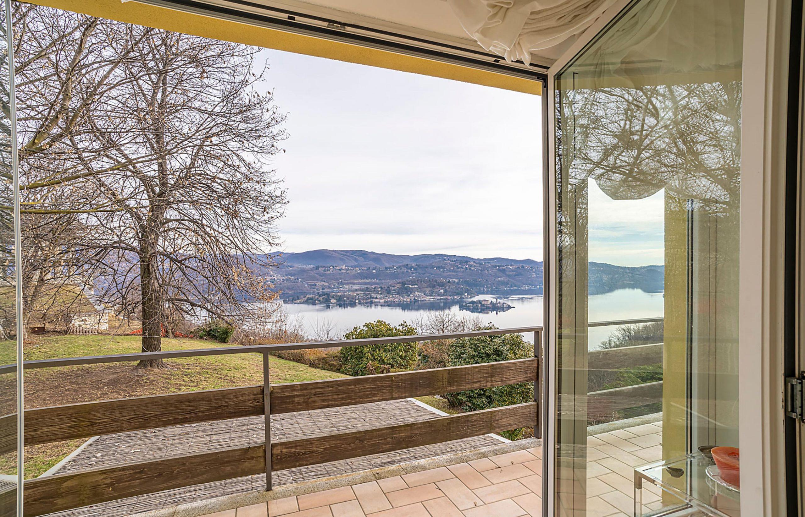 PELLA Villa con eccezionale vista lago