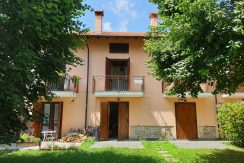 ARMENO Terraced house with a private garden
