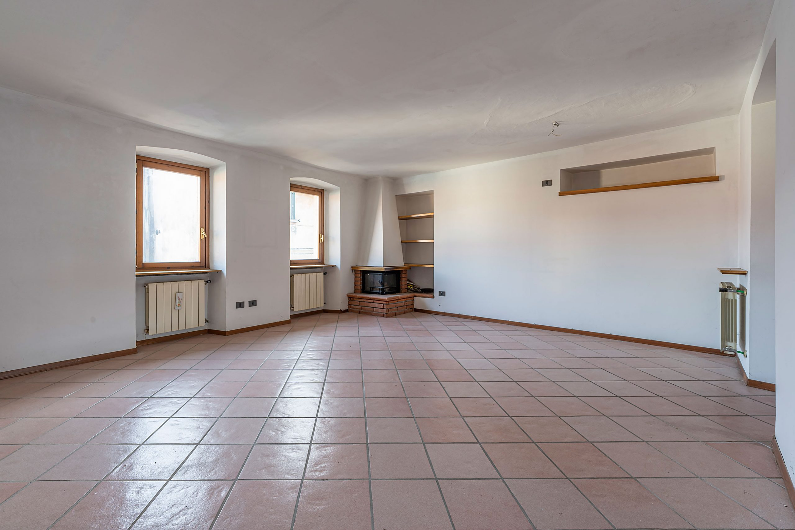 GOZZANO Apartment with car spot in the town center
