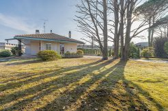 GOZZANO Villa binata con giardino privato