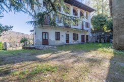ARMENO Country home with plots of land
