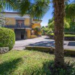 SAN MAURIZIO - Casa con giardino e posti auto vicina al lago